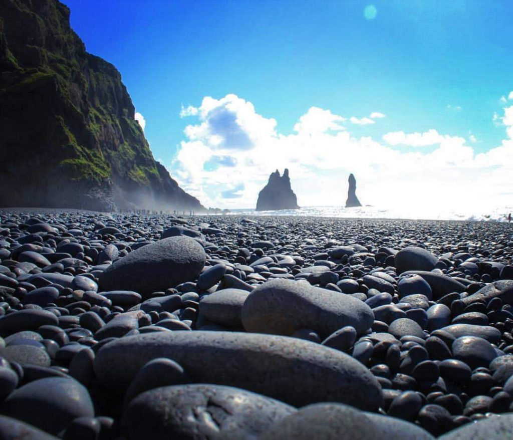 black-sand-beach-of-vik