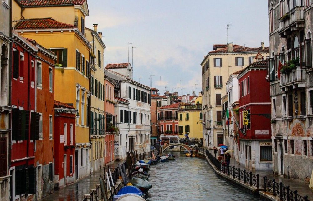 A photo of a canal in Venice, Italy taken with the Canon EOS Rebel T6.