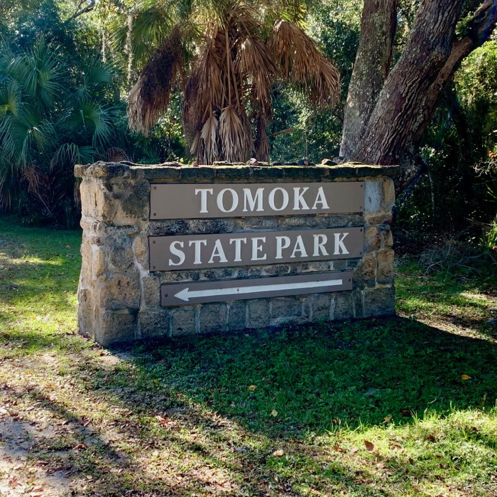 The entrance sign to the Tomoka State Park.